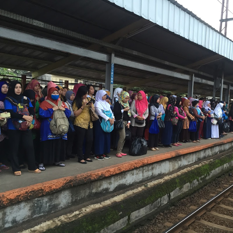 Menghadapi Gangguan Operasional Commuterline