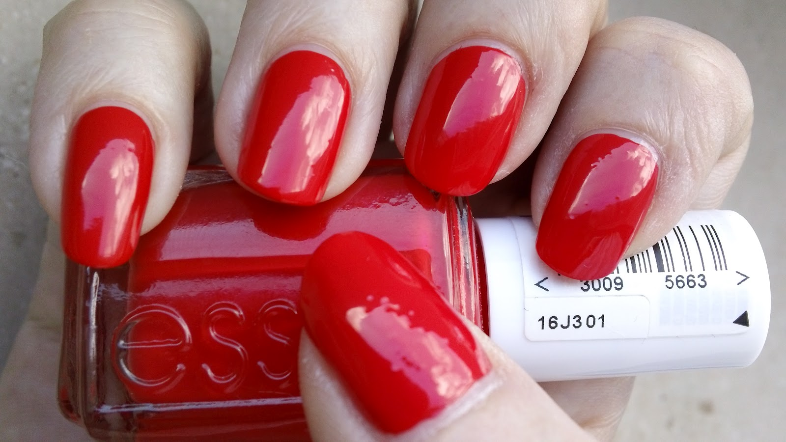 Katsy Nail Crazy: [Swatches] Essie Nail Polish