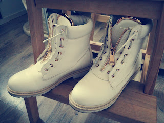 buty dla kobiet w ciąży, białe traperki