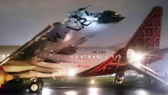 ... 04/04/2016, Tragedi Batik Air dan TransNusa Tabrakan di Bandara Halim