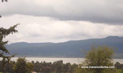 Vista del Lago de Pátzcuaro desde la Zona Arqueológica de Tzintzuntzan