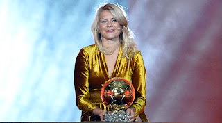 Ada Hegerberg present balloon d'Or Award