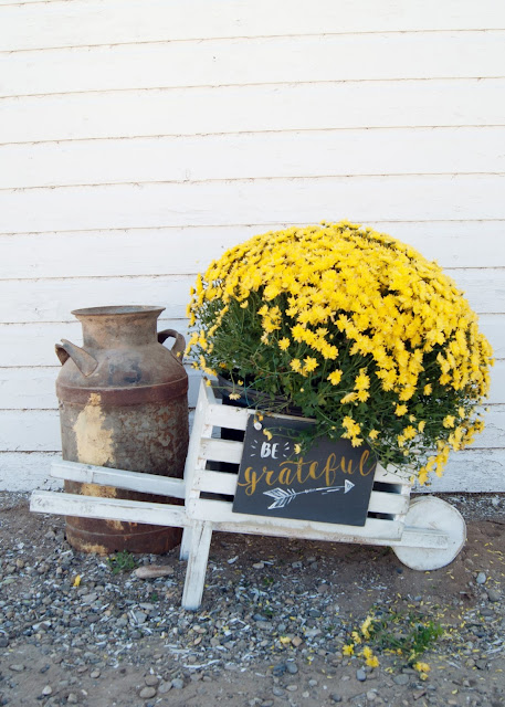 Rustic Wheelbarrow with interchangeable signs #DIHworkshop Virtual Party - Be grateful arrow