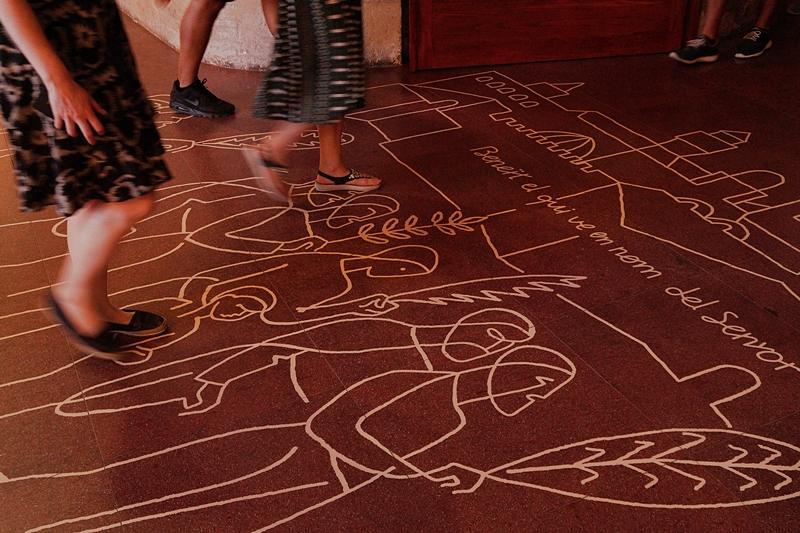 Sagrada Familia Gaudi Barcelona Kathedrale Innenraum Fußboden Zeichnung Sommerurlaub Spanien Sehenswürdigkeiten Reisetipps