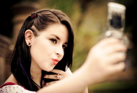Tips Selfie dengan muka dimiringkan ke kanan atau ke kiri
