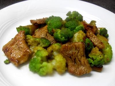 Brócoli con pavo y salsa de soja.