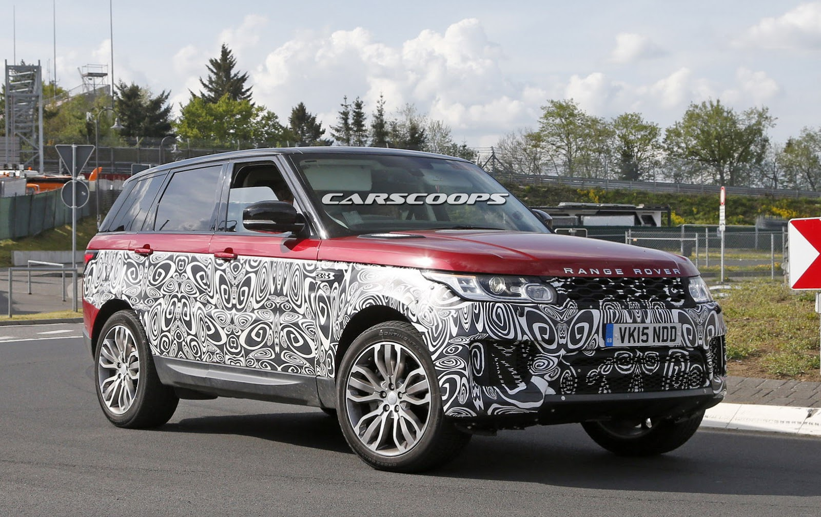 first look inside the facelifted 2017 range rover sport carscoops. Black Bedroom Furniture Sets. Home Design Ideas