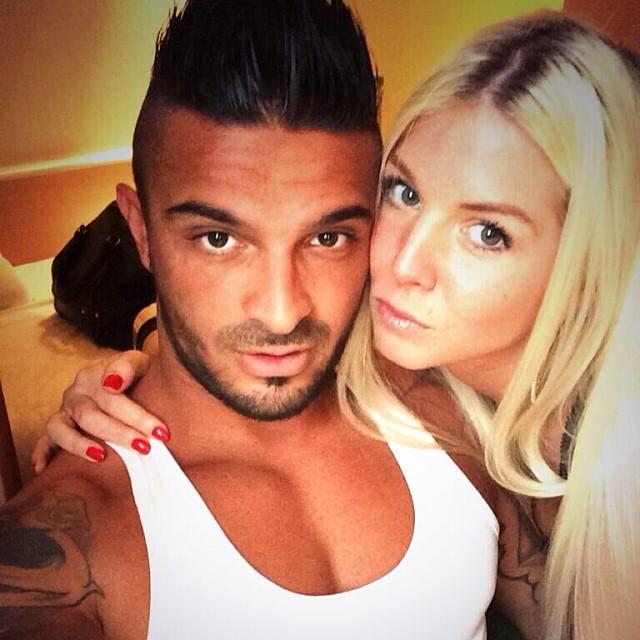 Les Marseillais South America Julien embrasse Jessica6play