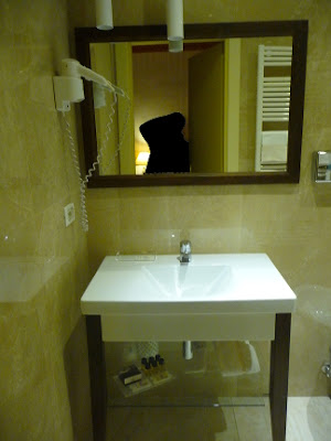 Room's bathroom at Zan Hotel in Bologna (Italy)