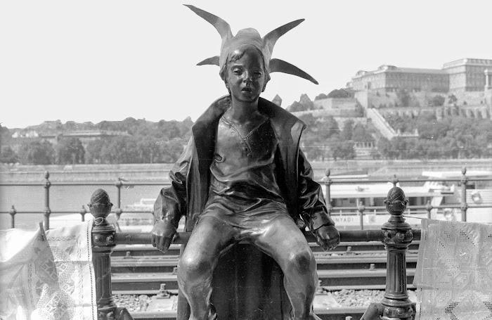Budapest, Laszlo Marton, Kiskirálylány, Petite Princesse, Promenade Dunacorso, © L. Gigout, 1990