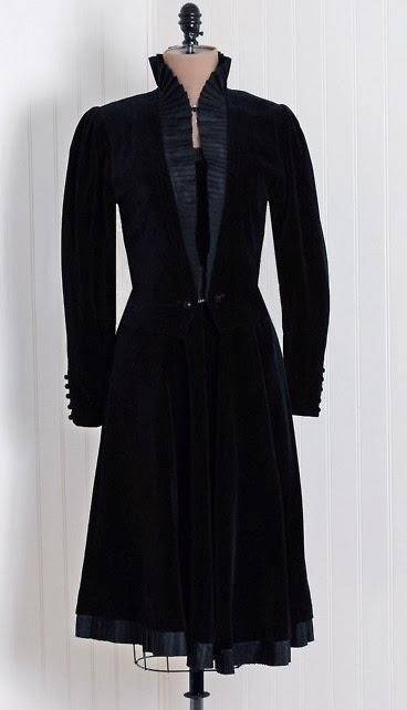 Retro Rack  Gail Carriger Ny In A Velvet Suit 2014