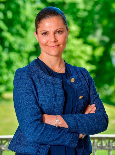 Crown Princess Victoria of Sweden is going to celebrate her 40th birthday. Crown Princess Victoria wore Morris Lady jacket
