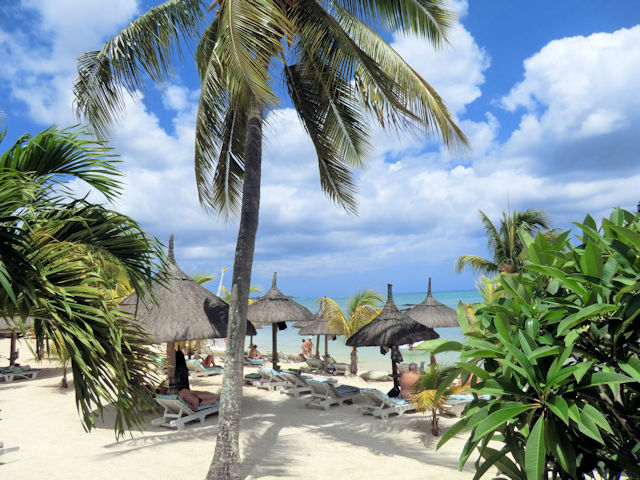 Merville Beach Mauritius (C) JUREBU