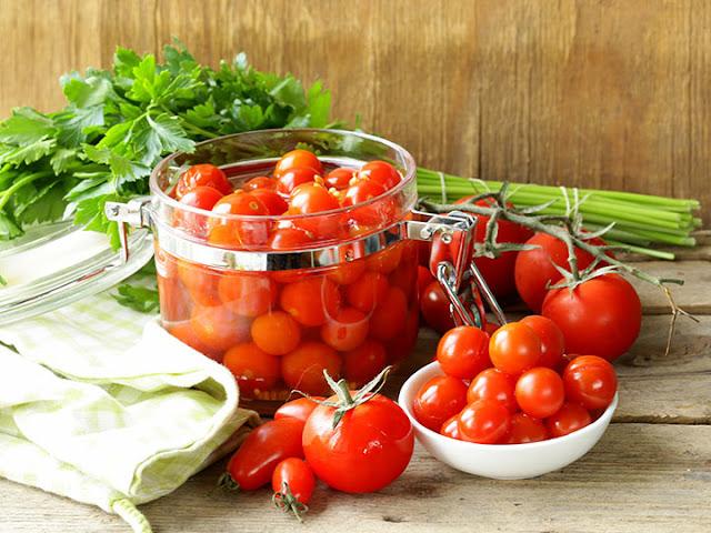 Консервируем помидоры — рецепты и советы