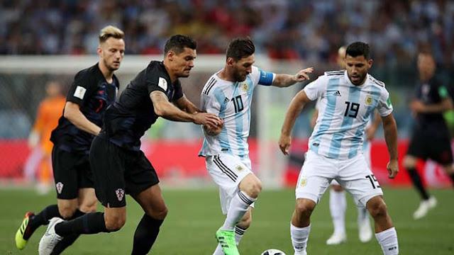 """Argentina thua chấn động: Messi bị """"nhiễm độc"""", """"tàng hình"""" 90 phút sút 1 lần! 1"""