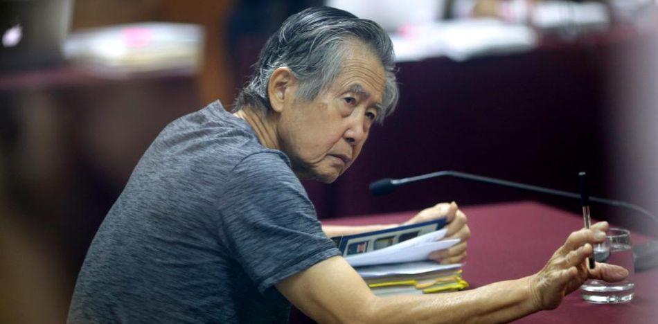 Alberto Fujimori gobernó Perú por una década, estabilizó la economía y derrotó al terrorismo