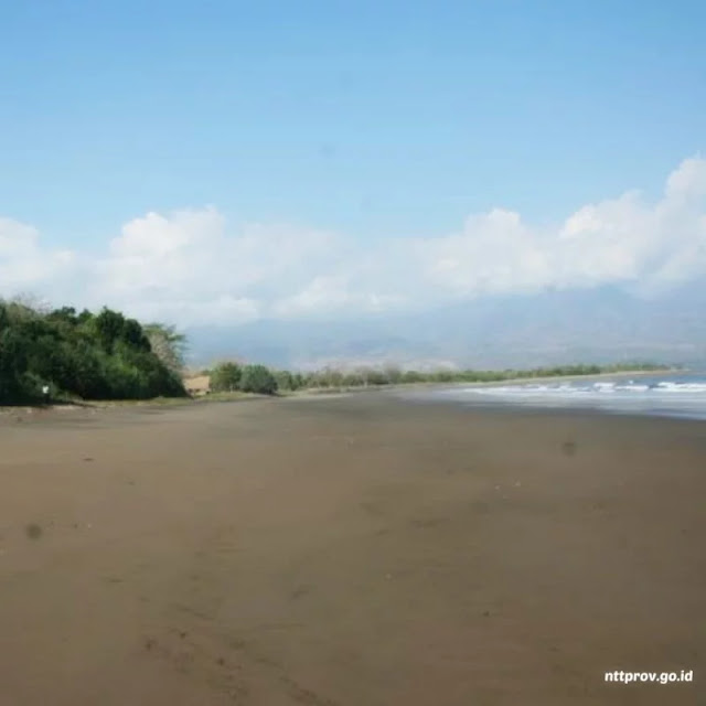 Wisata Pantai Mbalata