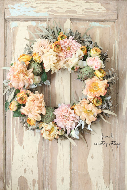 How to make a simple & charming fresh flower wreath for autumn