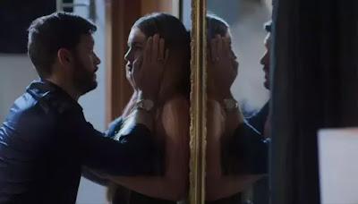 Diogo (Armando Babaioff) avisa que Jeniffer (Nathalia Altenbernd)