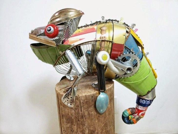 Escultura de animales con materiales reciclados