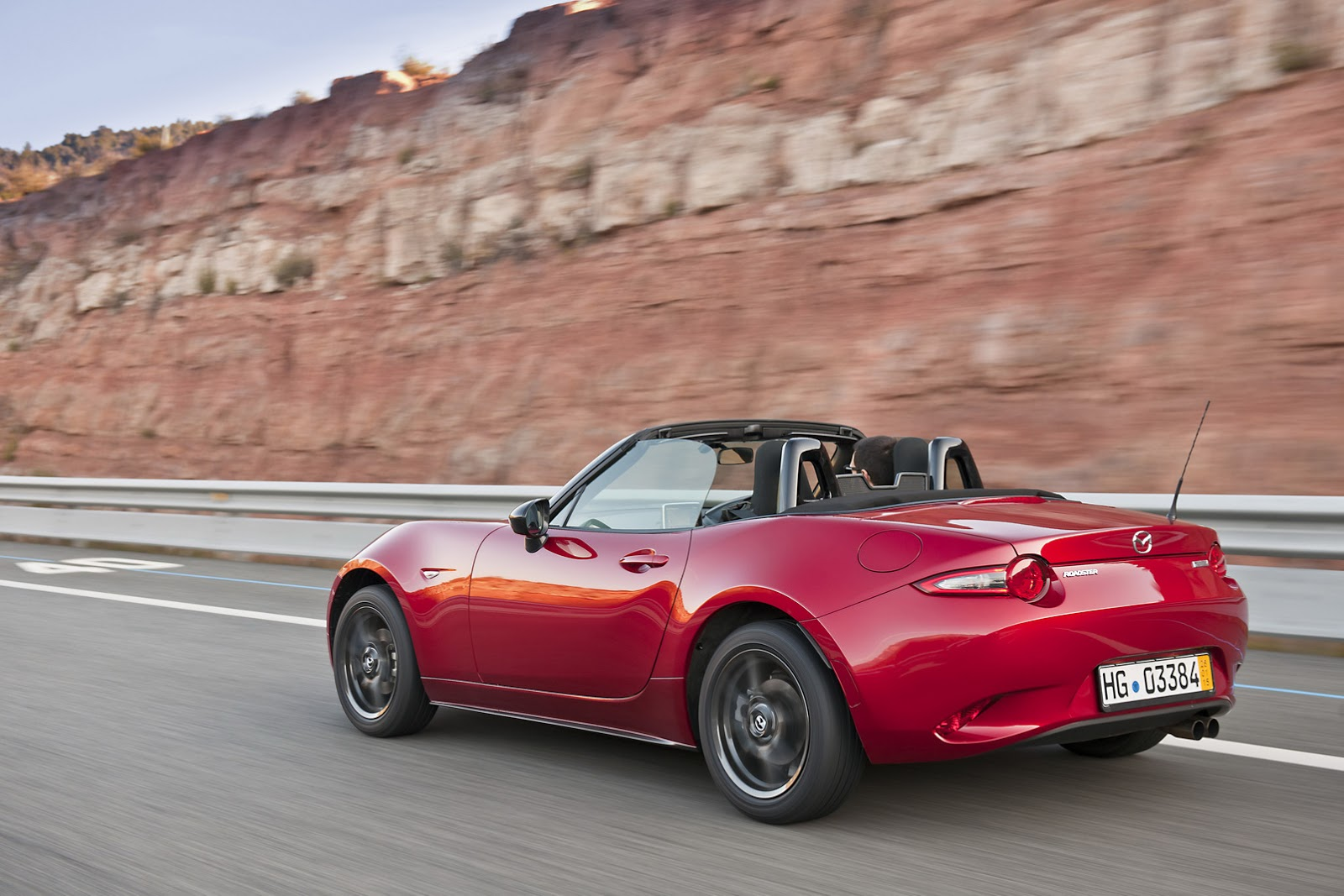 see mazda 39 s new 2016 mx 5 in 125 fresh photos and watch it on the road. Black Bedroom Furniture Sets. Home Design Ideas