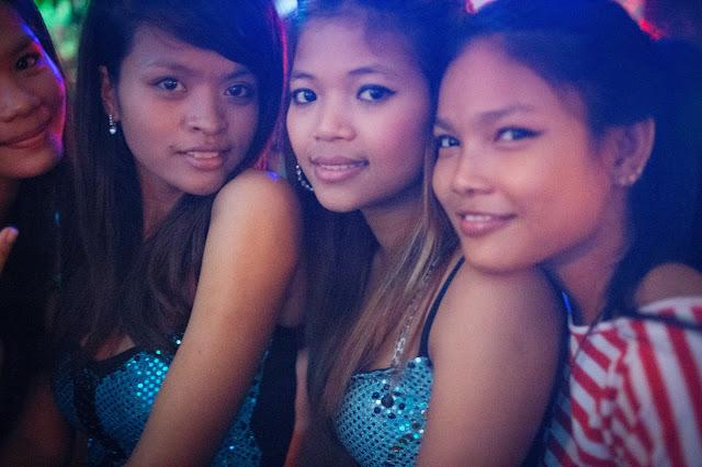 Hôtesses de bar à Phnom Penh. Photographie par Matt Greenfield (CC)
