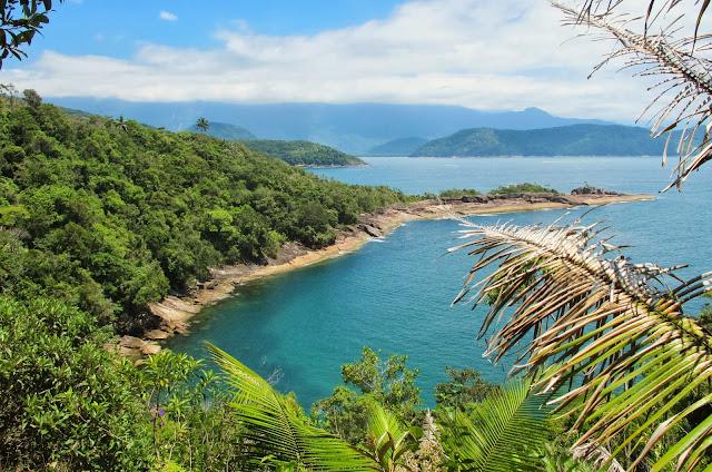 Vista da Ponta da Praia da Fortaleza, na trilha das 7 praias desertas de Ubatuba