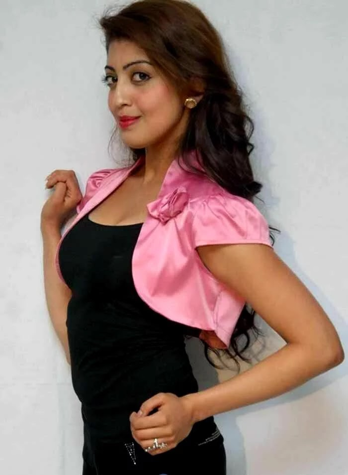 Pranitha Hot Sexy Photo Gallery