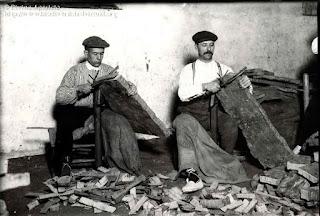 Cortando corcho para hacer tapones %2528Pallafrugell Girona%2529 78545
