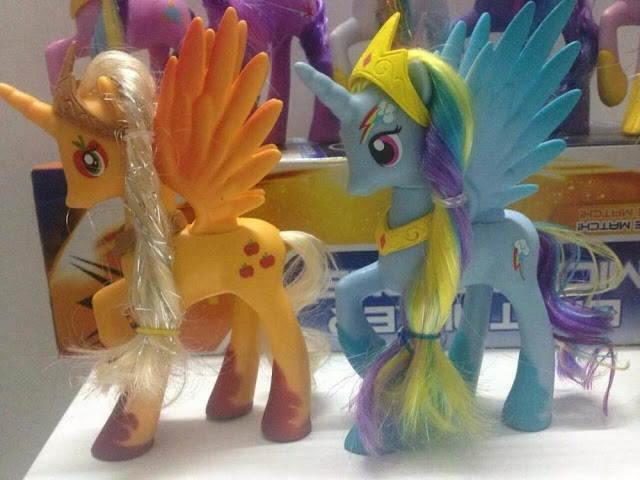 Alicorn Brushable Rainbow Dash and Appleajck