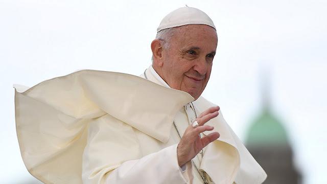 """Papa Francisco """"ruega por el perdón de Dios"""" por los abusos sexuales en Irlanda"""