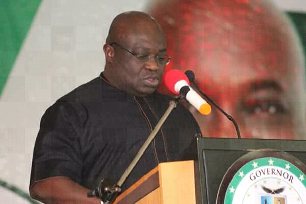 @GovernorIkpeazu lauds Security Personnels in Abia State