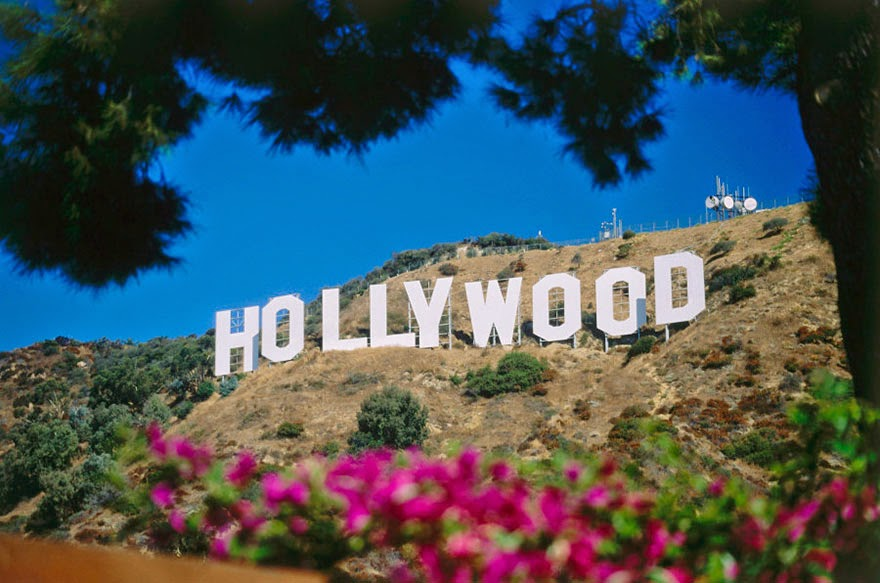 16 Of Your Favorite Landmarks Photographed WITH Their True Surroundings! - Hollywood sign, California