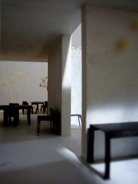 静かな中庭を持つ外に開かれたコンクリートの住まい 内観