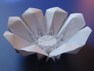 Origami Corolla (petali alzati) - (petals raised) by Francesco Guarnieri