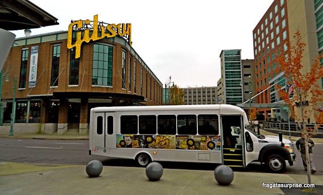 Micro-ônibus gratuito que liga o Centro de Memphis a Graceland