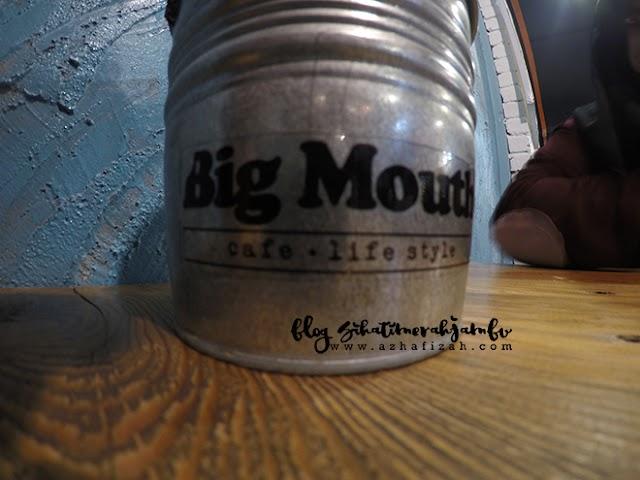 Membesarkan Mulut di Big Mouth Cafe Hipster