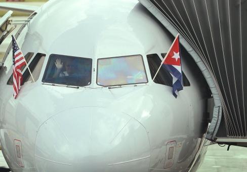 Llega a La Habana primer vuelo regular proveniente de EE.UU.