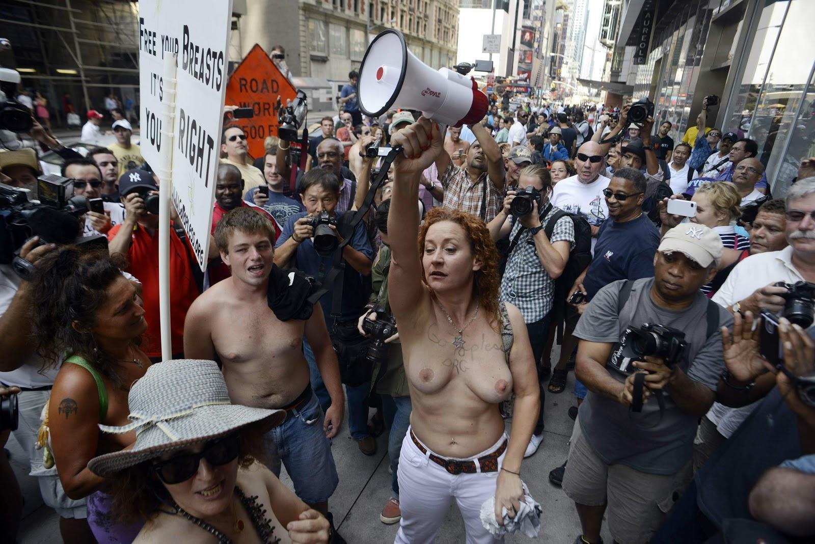 Блаженство голые демонстранты фото
