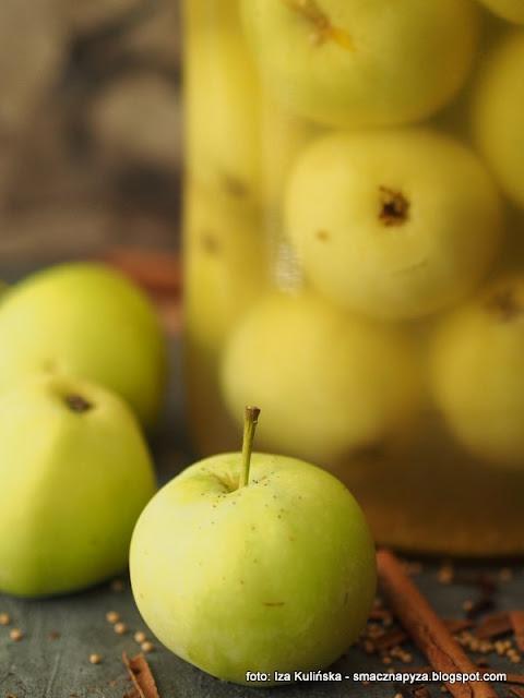 jabka kiszone, papierowki kiszone, kiszonki, przetwory, owoce kiszone, stara odmiana, zapomniany specjal, jablko, przetwory z jablek