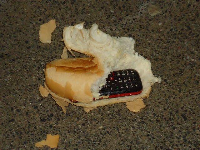 Image result for celular dentro de pão