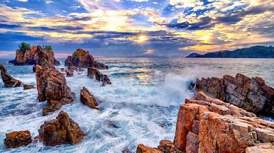 Pesona Pantai Gigi Hiu Lampung