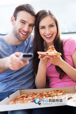 肚子餓了嗎? 這次不用打882-5252,快來用Xbox訂披薩吧~