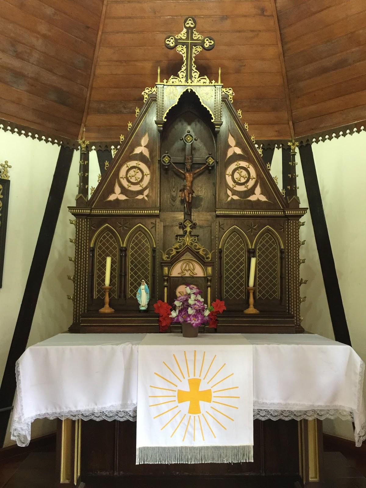interio da capela na aldeia do imigrante
