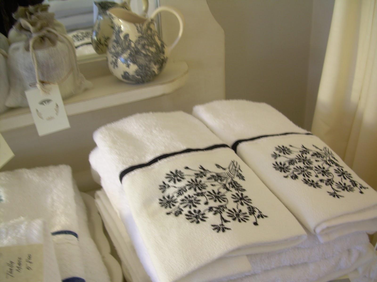 Paz montealegre decoraci n cortinas de ba o accesorios for Accesorios para colgar toallas