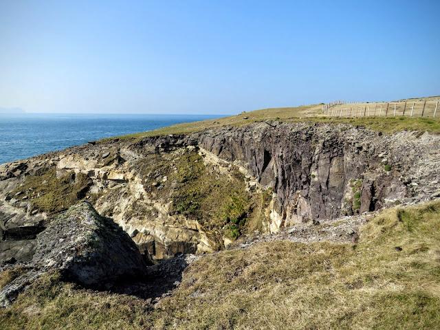 Hiking the Dingle Peninsula - cliffs and sea