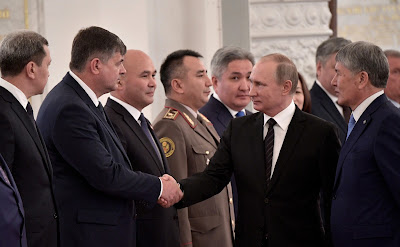 Vladimir Putin with Kyrgyzstan delegation.