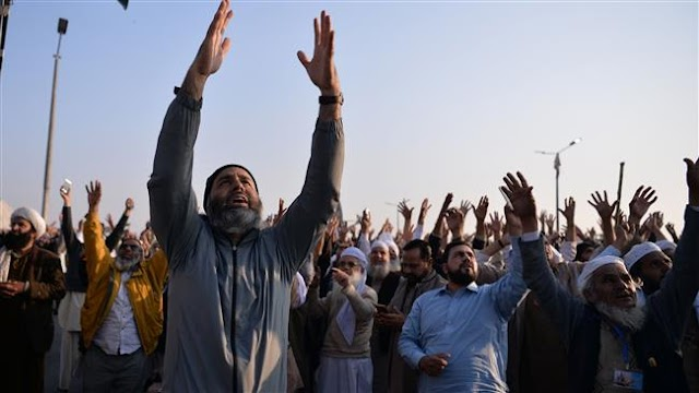 Religious Pakistani group calls off protests after deal with government