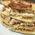 Receita de panqueca fitness com massa de batata doce e recheio de frango