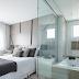 Suíte com banheiro integrado ao quarto por paredes de vidro!